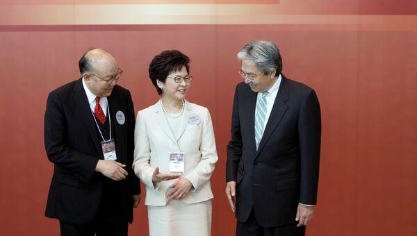 Кандидаты на выборах главы администрации Гонконга (слева направо) Ху Госин, Кэрри Лам, Джон Цанг. 26 марта 2017 года