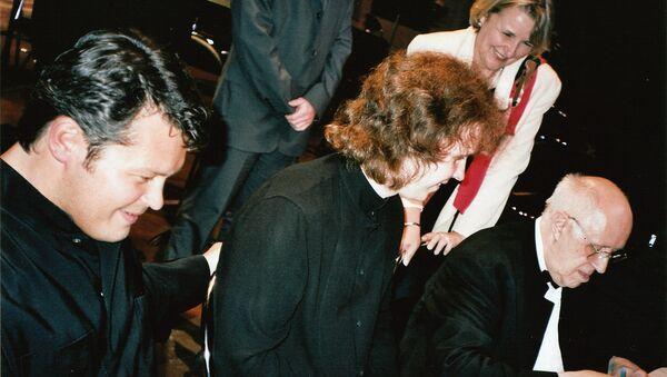 Скрипач Вадим Репин, виолончелист Денис Шаповалов и виолончелист и дирижер Мстислав Ростропович