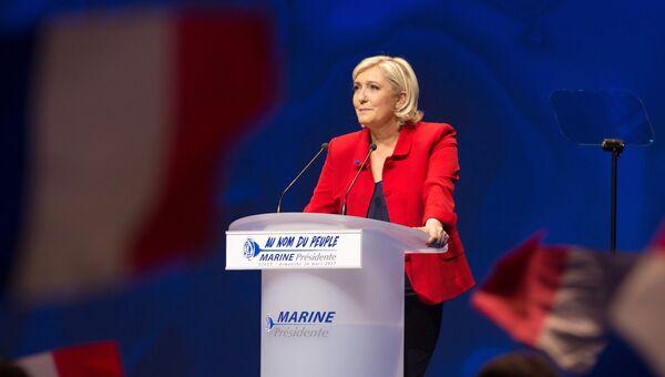 Марин Ле Пен выступает на митинге. Архивное фото