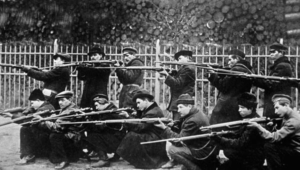 Красногвардейцы после июльских дней 1917 года