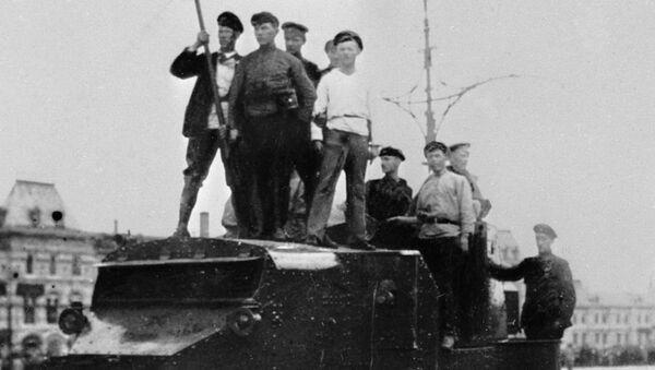 Революционные события в Москве. Рабочие на броневике