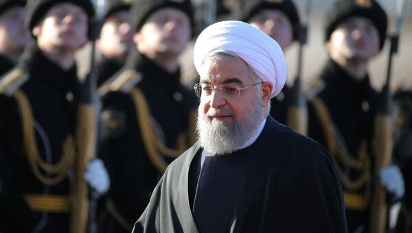 Президент Ирана Хасан Рухани во время церемонии встречи в аэропорту Внуково-2