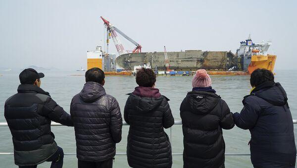 Операция по подъему парома Севол в Южной Корее