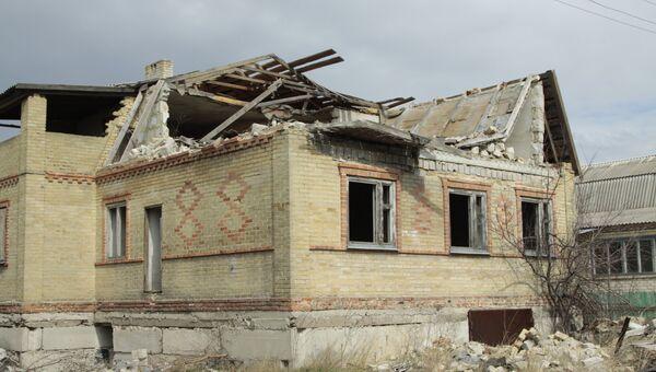 Последствия обстрела поселка Ясное в Донецкой области. Архивное фото