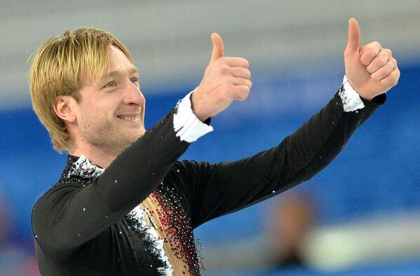 Евгений Плющенко (Россия) выступает в короткой программе мужского одиночного катания командных соревнований по фигурному катанию на XXII зимних Олимпийских играх