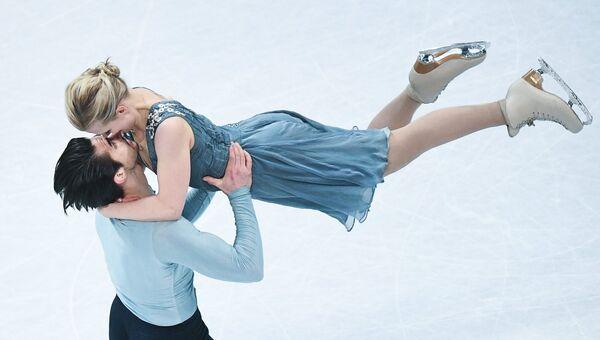 Мэдисон Хаббелл и Захари Донохью выступают в произвольной программе танцев на льду на чемпионате мира по фигурному катанию в Хельсинки