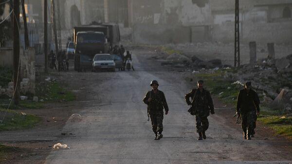Бойцы сирийской армии в поселке Мадждаль к северу от города Хама