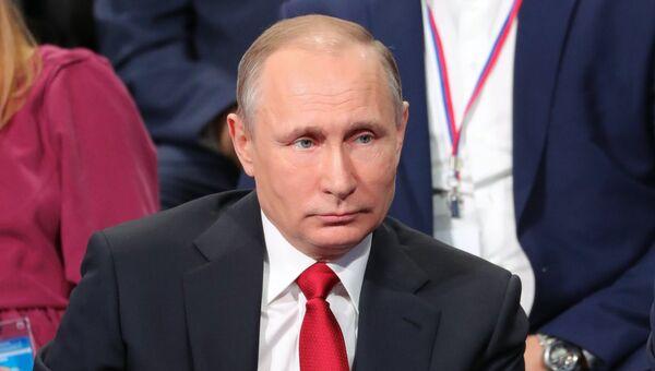 Президент РФ Владимир Путин принимает участие в работе IV Медиафорума региональных и местных СМИ Правда и справедливость. 3 апреля 2017