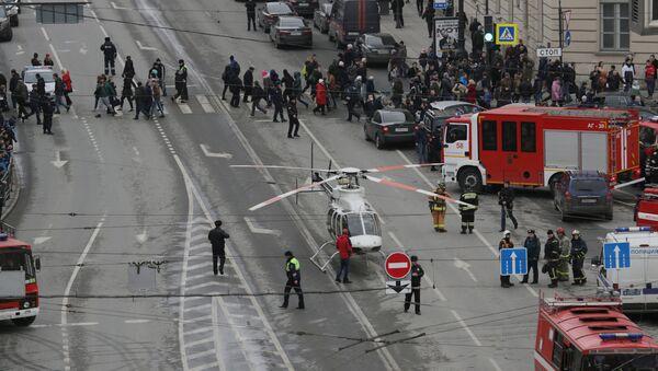 Ситуация у станции метро Сенная площадь в Санкт-Петербурге, где произошли взрывы