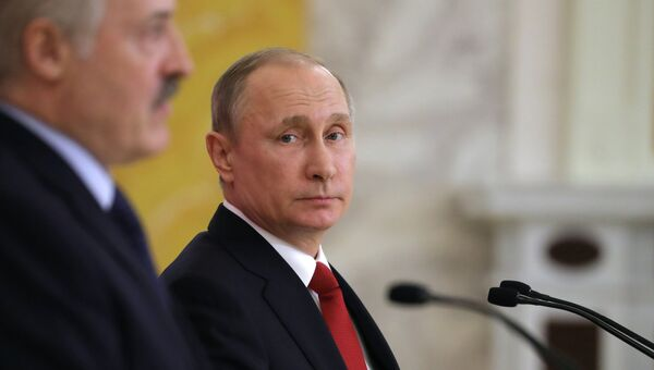 Президент РФ Владимир Путин и президент Белоруссии Александр Лукашенко во время заявления для средств массовой информации. 3 апреля 2017