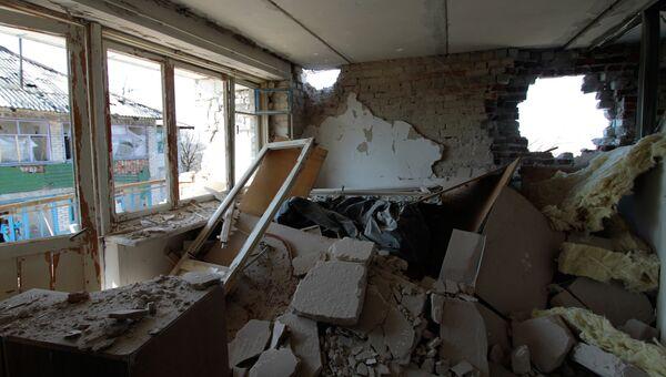 Разрушенная в результате обстрелов украинскими силовиками квартира жилого дома. Архивное фото