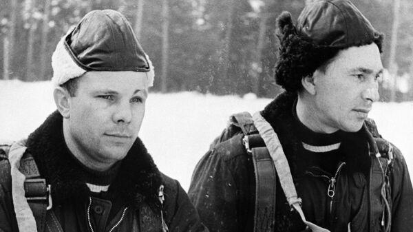 Летчики Юрий Гагарин и Павел Беляев, члены первого отряда космонавтов