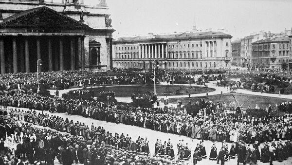На Невском проспекте в день похорон жертв Февральской революции. Петроград, 24 марта 1917 года.