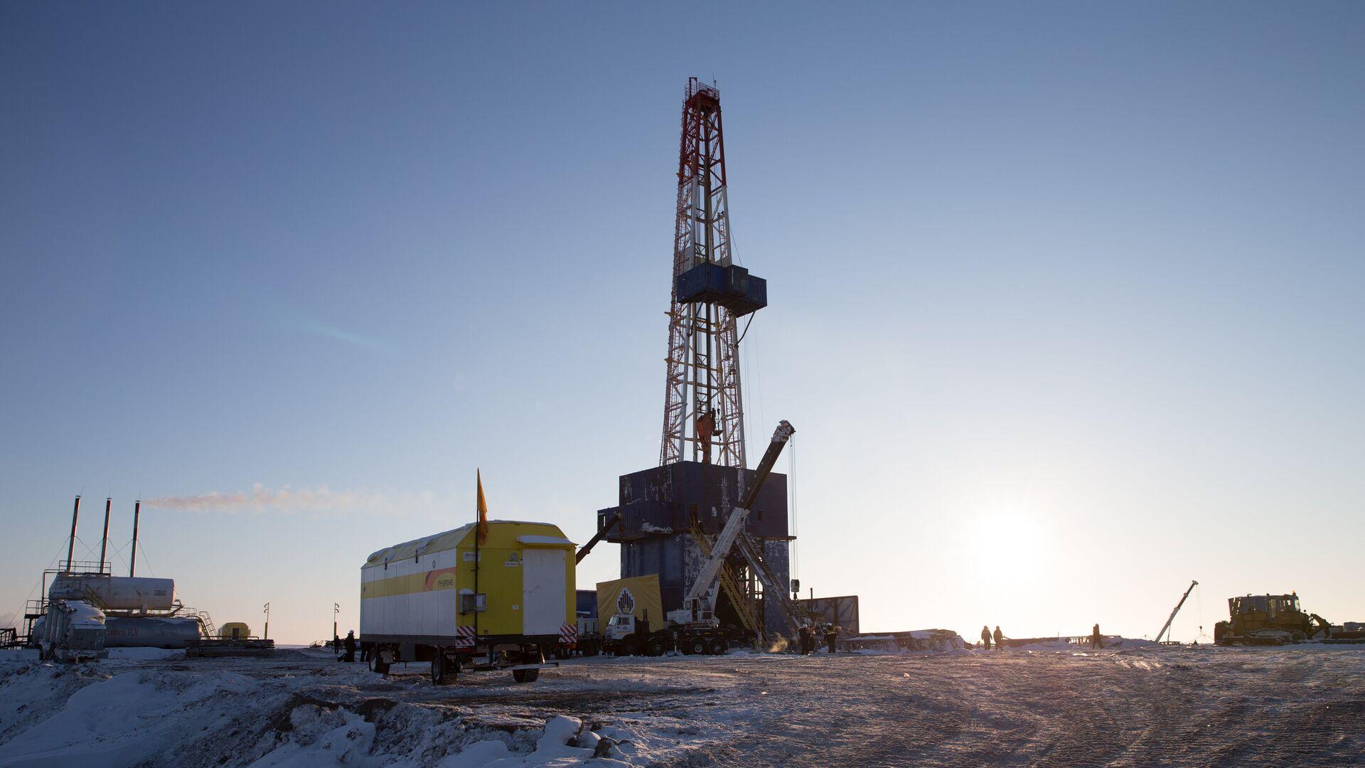 Нефтяная компания Роснефть приступила к бурению скважины Центрально-Ольгинская-1 - РИА Новости, 1920, 20.02.2021