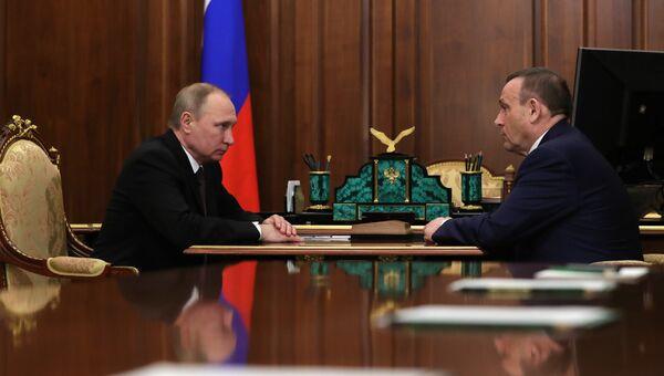 Рабочая встреча президента РФ В. Путина с заместителем полпреда в ПФО А. Евстифеевым