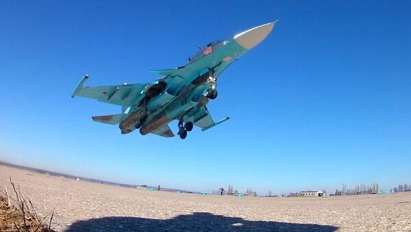 Истребители Су-34 на учениях уничтожили наземные цели фугасными бомбами