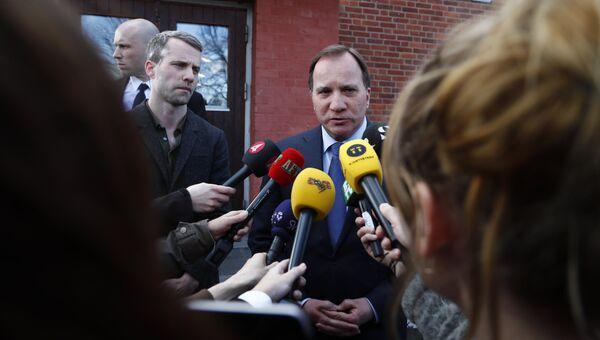 Премьер-министр Швеции Стефан Левен выступает с заявлением после наезда грузовика на людей на улице Дроттнинггатан в Стокгольме. 7 апреля 2017