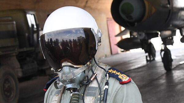 Пилот сирийских военно-воздушных сил на аэродроме Шайрат. 8 апреля 2017