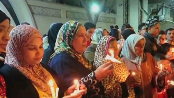 Христиане и мусульмане в Египте зажгли свечи в память о жертвах терактов