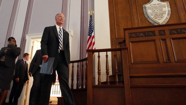 Губернатор Алабамы Роберт Бентли перед заявлением о своей отставке. 10 апреля 2017