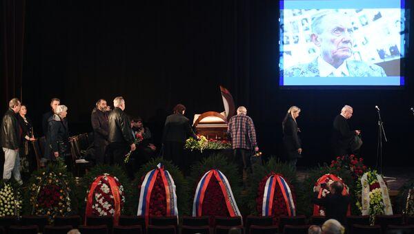 Церемония прощания с поэтом Евгением Евтушенко в Центральном доме литераторов. 11 апреля 2017