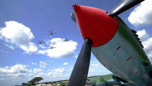 Выступление пилотажной группы Беркуты на открытии выставки Асы второй мировой войны и авиашоу Легенды мировой авиации в Монино