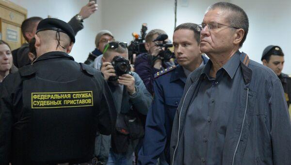 Бывший министр экономического развития РФ Алексей Улюкаев в здании Басманного суда города Москвы. Архивное фото