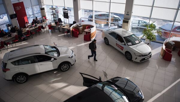 Покупка автомобиля. Архивное фото
