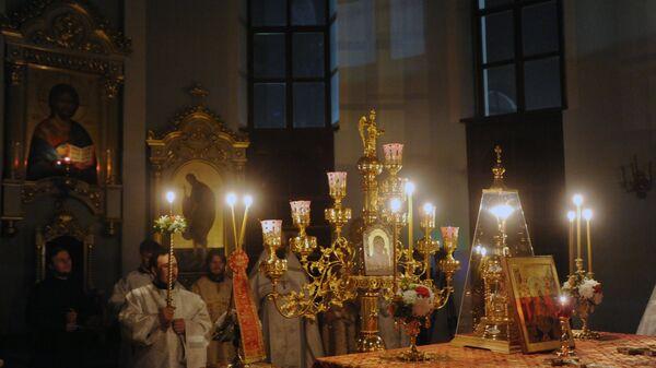 Священнослужители на пасхальном богослужении в алтаре Кафедрального собора во имя Казанской иконы Божией Матери в Чите