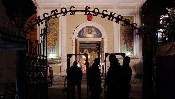 Меры безопасности во время пасхального богослужения в Петропавловском кафедральном соборе в Симферополе