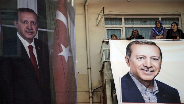 Портреты президента Турции Тайипа Эрдогана в Стамбуле. Архивное фото
