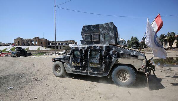 Автомобиль армии Ирака во время операции против Исламского государства в Мосуле. Архивное фото