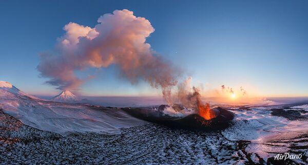 Извержение вулкана Плоский Толбачик Камчатка, Россия, 2012