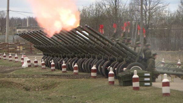 Залпы из орудий времен ВОВ: как салютный дивизион готовится ко Дню Победы