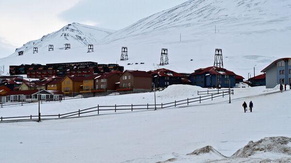 Дома норвежского поселка Лонгиербюен на острове Западный Шпицберген