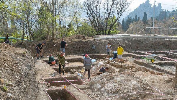 Археологические раскопки на территории детского центра Артек, во время которых обнаружена уникальная христианская базилика VI века