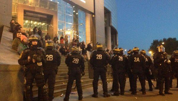 Первый тур президентских выборов во Франции. Протесты на площади Бастилии в Париже