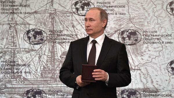 Президент РФ Владимир Путин на заседании попечительского совета Русского географического общества в Санкт-Петербурге. 24 апреля 2017