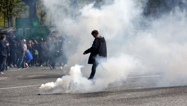Протесты лицеистов в Париже. Архивное фото