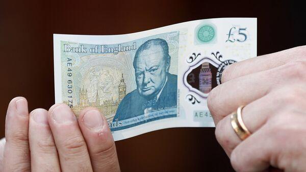 Британская пластиковая пятифунтовая банкнота с портретом Уинстона Черчилля