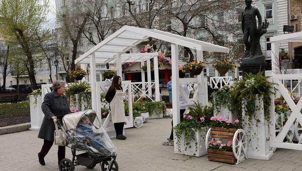 Антиквариат и лавандовые картины: что можно купить на фестивале «Московская весна»