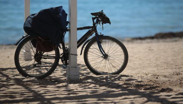 Велосипед на пляже в Евпатории