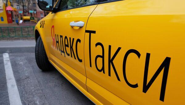 Автомобиль службы Яндекс.Такси