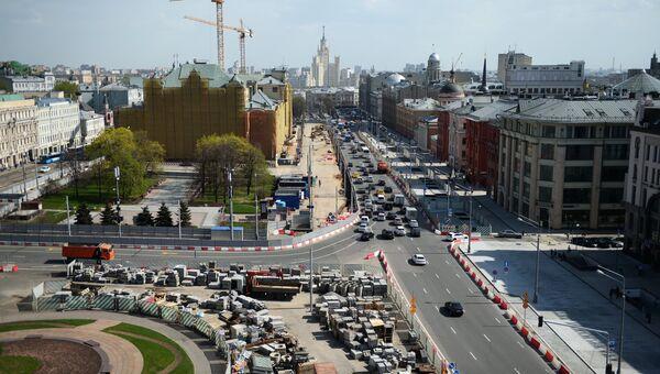 Вид со смотровой площадки Центрального детского мира на Лубянскую площадь и Политехнический проезд в Москве. Май 2017