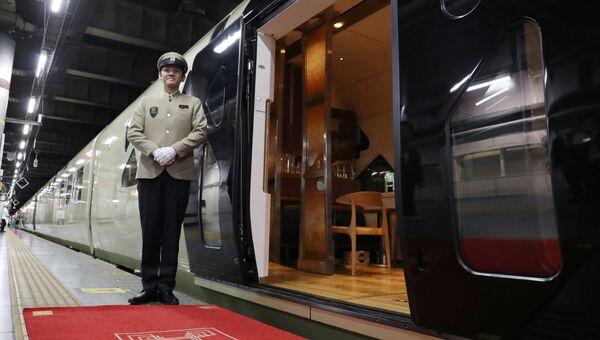 Японский поезд класса люкс Shiki-Shima