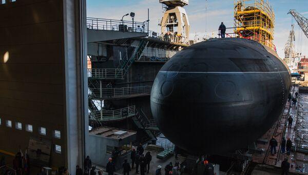 Спуск на воду подводной лодки Великий Новгород проекта 636 для Черноморского флота ВМФ России на АО Адмиралтейские верфи в Санкт-Петербурге. 2016 год