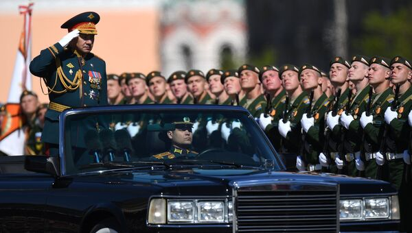 Министр обороны РФ Сергей Шойгу на генеральной репетиции военного парада в Москве, 7 мая 2017