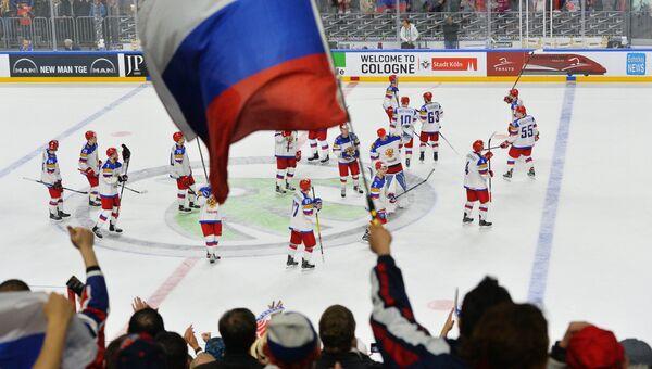 Российские болельщики радуются победе сборной в матче группового этапа чемпионата мира по хоккею 2017. Архивное фото