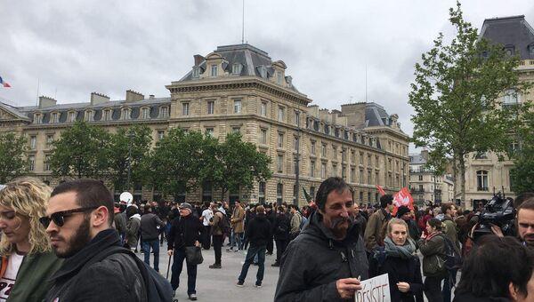 Акция протеста в Париже 08.05.2017