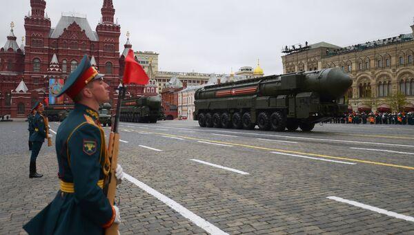 Подвижный грунтовый ракетный комплекс (ПГРК) Ярс с РС-24 на военном параде на Красной площади, посвящённого 72-й годовщине Победы в Великой Отечественной войне 1941-1945 годов